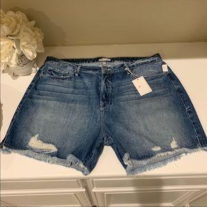NWTs Good American - Cutoff jean shorts